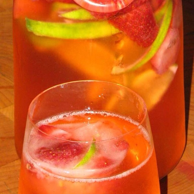 I LOVE this homemade soda recipe! Strawberry Lime Spritzers perfect for hot summer afternoons. Get the recipe on my Facebook page (Lose Weight By Eating with Audrey Johns) #metabolismboosting #diy #fruitinfusedwater #strawberrysoda #weightloss #weightlossrecipes #recipe